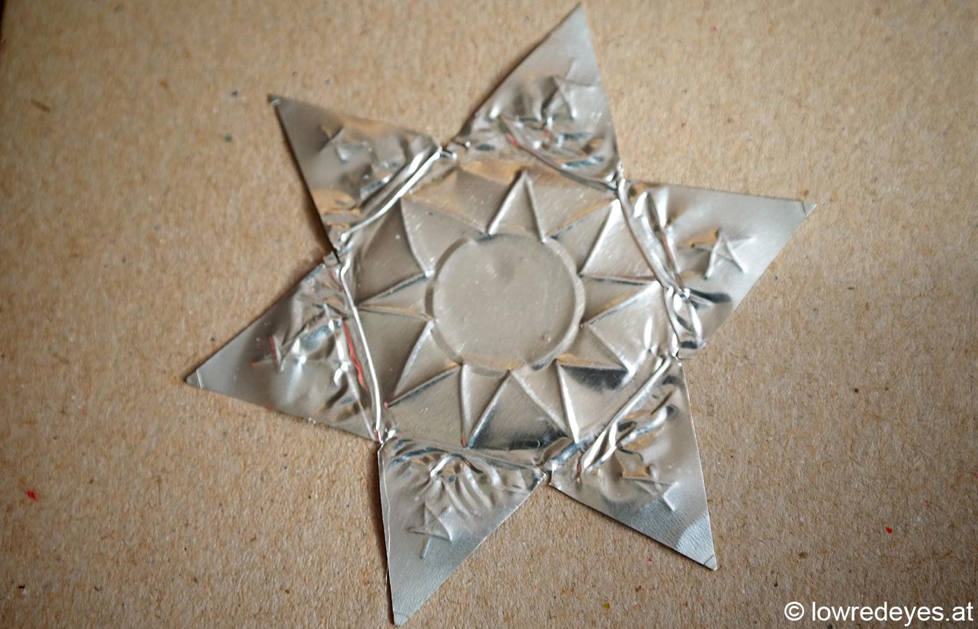 Upcycling von Teelicht-Hülsen zu Sternen - DIY Karten basteln