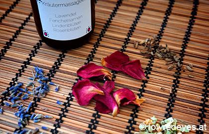 "Rezept: Kräutermassageöl mit Rosenblüten, Lavendelblüten, Fenchelsamen und Lindenblüten aus ""Grüne Kosmetik"" - Freya-Verlag"