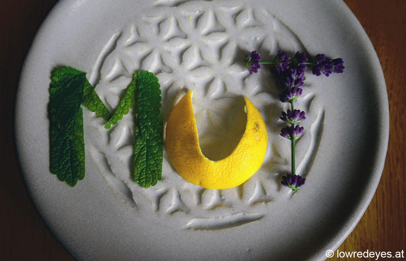 Mut-Öl zum Michaeli-Tag: Johanniskraut, äth. Öle (Mandarine, Melisse und Lavendel) - gemeinsame Sache